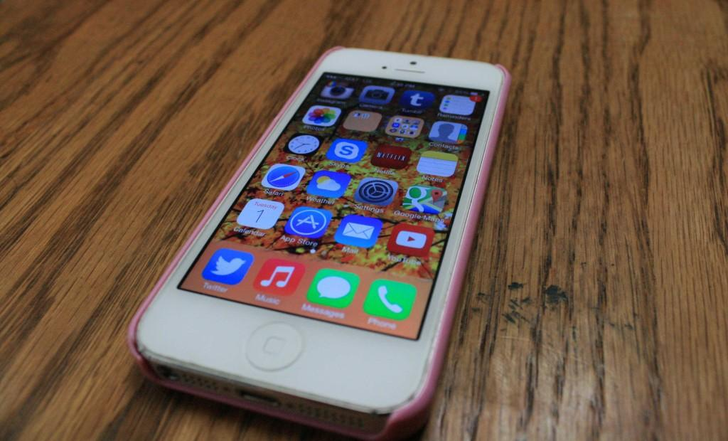 Review: iOS 7 revamps interface of Apple devices