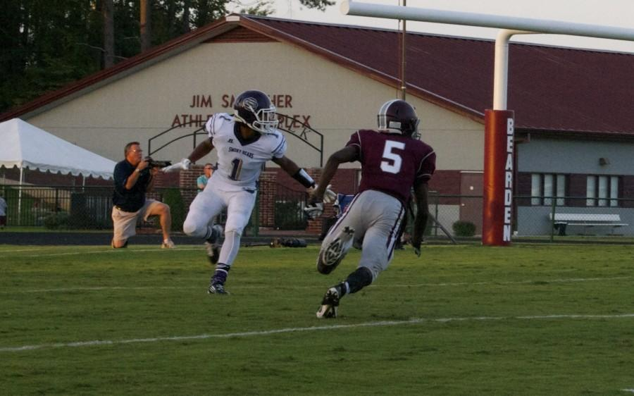 Bearden+receiver+Jamal+Ashley+works+to+get+open+during+the+first+quarter+of+the+Bulldogs%27+35-0+loss+in+their+season+opener+Friday.