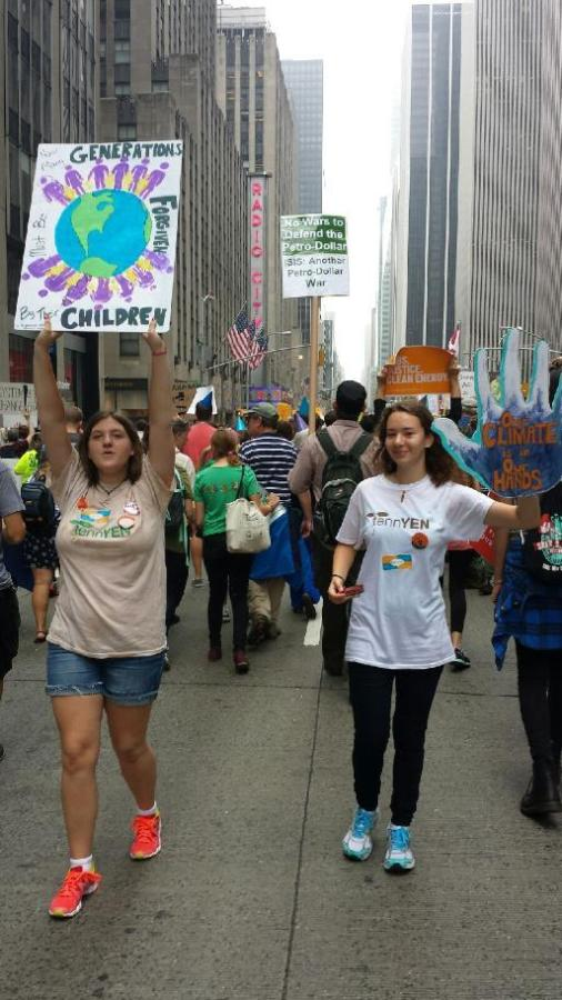 Bearden+juniors+Mallari+Starrett+and+Alicia+Matavosian+join+the+%22People%27s+Climate+March%22+in+New+York.