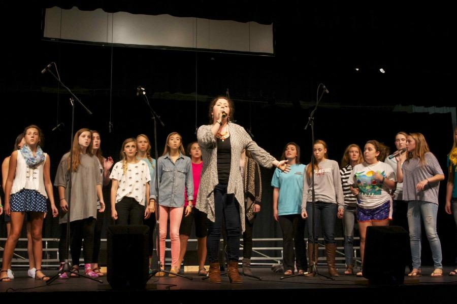 Bearden+senior+Mary+Catherine+Gray+and+the+rest+of+female+a+cappella+rehearse+for+Thursday+night%27s+concert.
