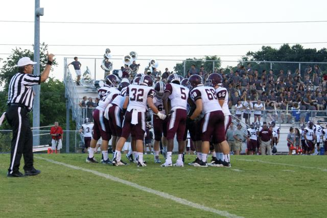 Bearden+huddles+up+before+a+play+this+year.+The+Bulldogs+rivalry+with+Farragut+will+stay+alive+in+2015.