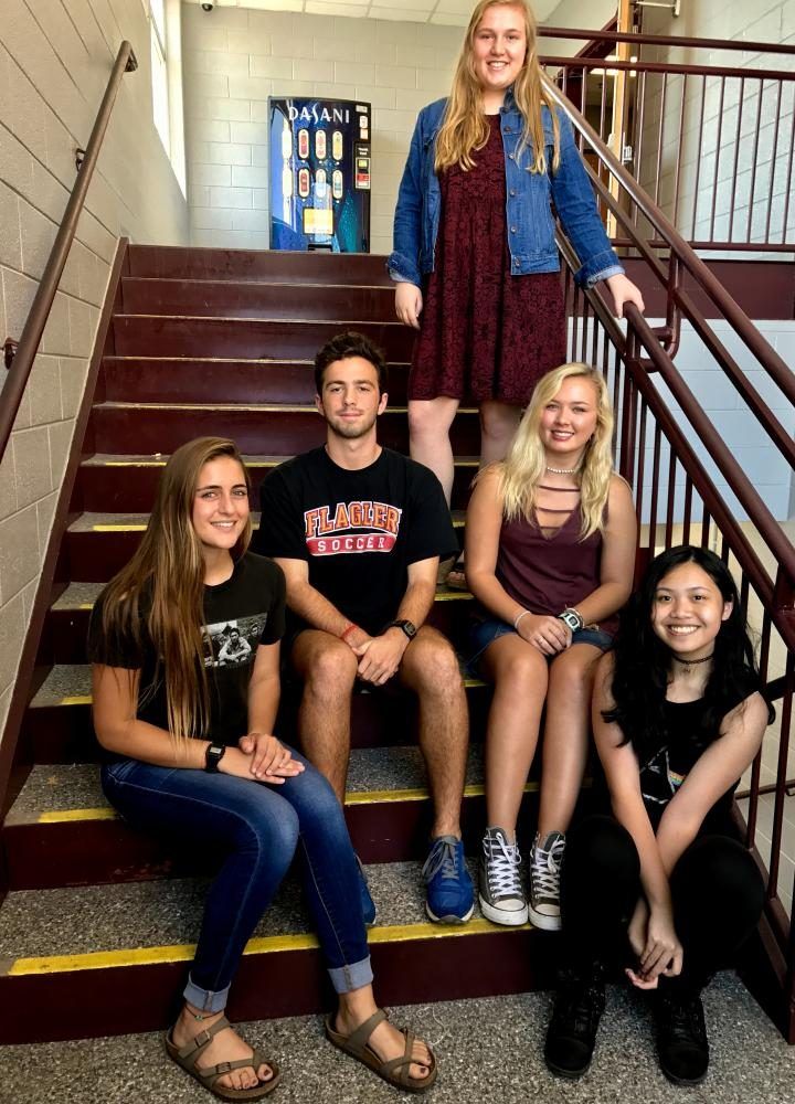 Soriya+Gast%2C+Andrew+Peters%2C+Natalie+Parks%2C+Hailey+Crowe%2C+and+Aurora+Silavong+%28left+to+right%29+wear+their+class+colors+during+Spirit+Week.