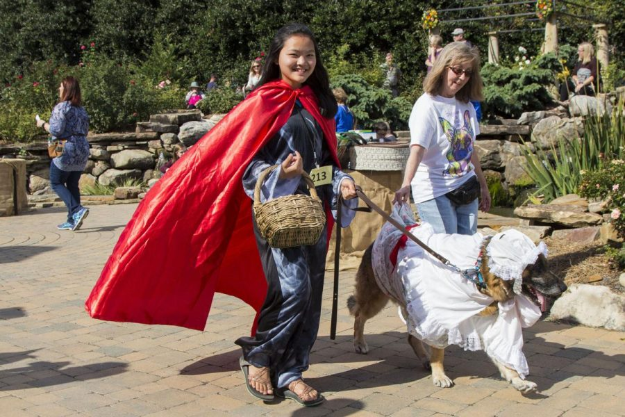 5th+Annual+Howl-O-Ween+brings+pooch+parade%2C+nonprofit+awareness+to+UT+Gardens