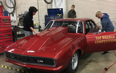 Dyer's students get opportunity to repair 1967 Camaro in class