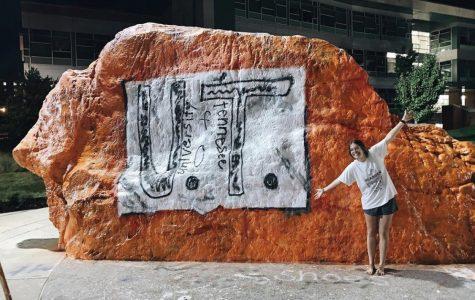 Bearden alumna paints tribute to bullied UT fan on The Rock