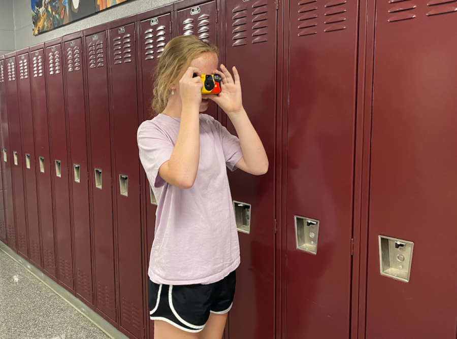 Disposable cameras may not deliver the efficiency, convenience, or quality that smartphone technology offers, but that hasnt stopped them from gaining popularity amongst tech-savvy teens.